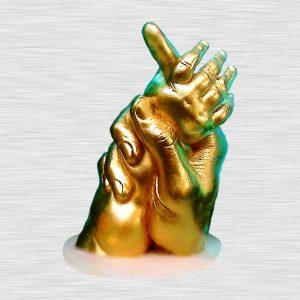 Рука взрослого с детской рукой 3D на подставке