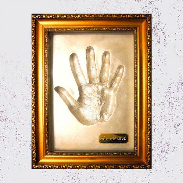 Оттиск руки взрослого в рамке с гравировкой 1700 грн-min