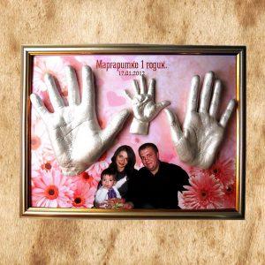 Семейные слепки 2D: 2 руки взрослых и 1 ручка малыша в рамке с фото
